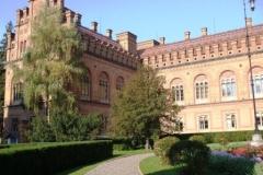 früher: Franz-Josephs-Universität Czernowitz; heute: Nationale Jurij-Fedkowytsch-Universität Czernowitz