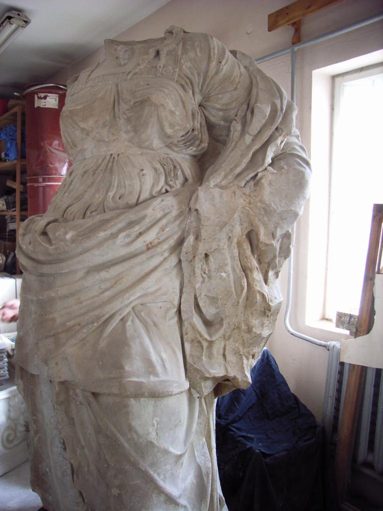 Ein Modell der Austria-Statue in Czernowitz