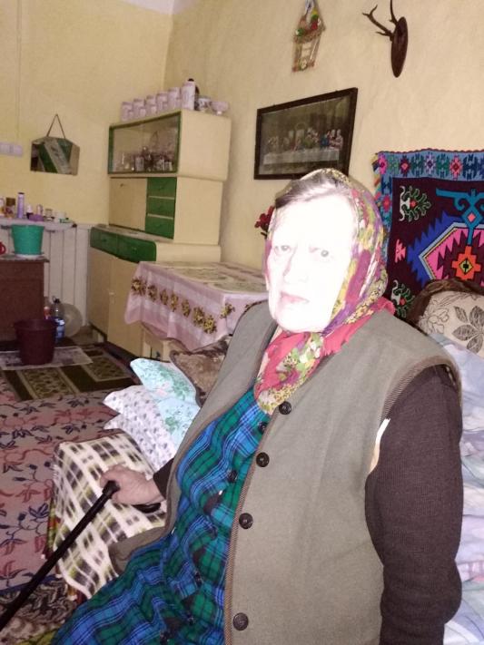 Irma Rusti in ihrem Haus in Jakobeny (Iacobeni) (im Mai 2020 verstorben)